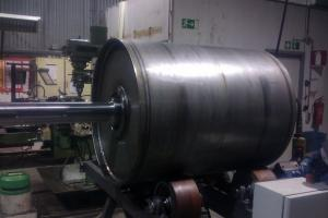Drum on turning welding unit