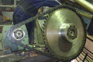 Changing chainwheels and chains (hardened)